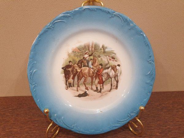 Фаянсовая тарелочка с маркой М.С. Кузнецова Буды до 1917 года с деколью по картине Самуила Уоллера.