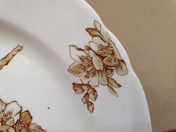 Парные монохромные тарелки фабрики Гарднера с клеймом в тесте и маркой до 1880-х г