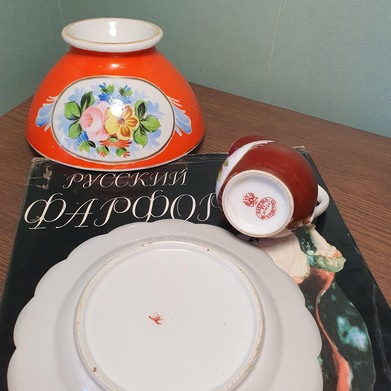 Красный феникс Арабески. Аналогичный предмет есть в коллекции Музея Антикварной керамики и искусства арита